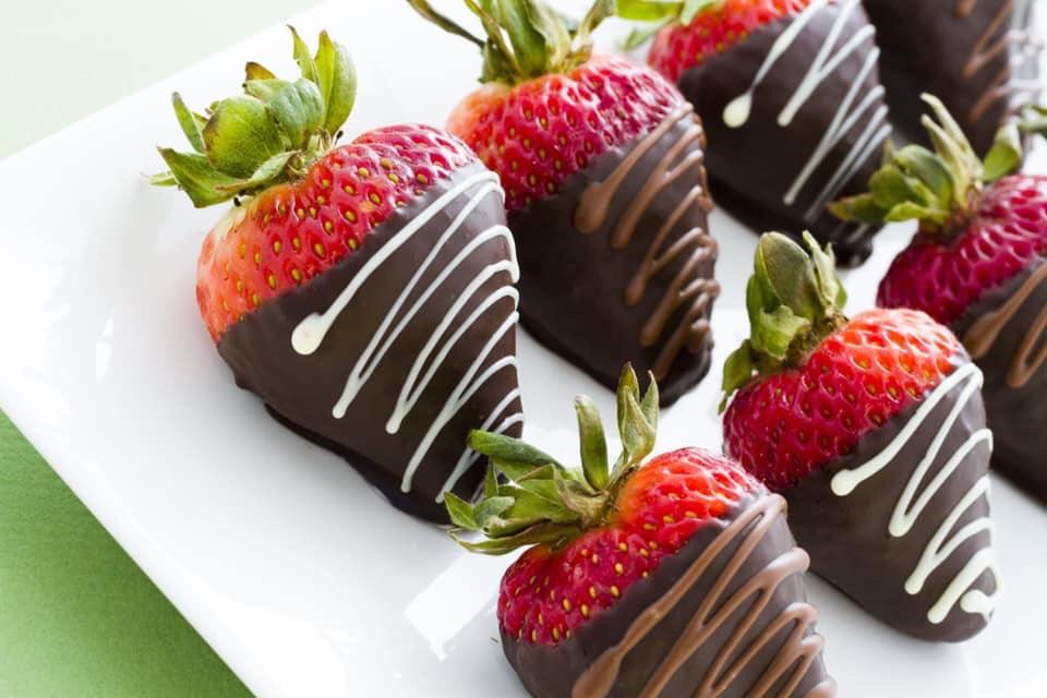 תותים בציפוי שוקולד מריר